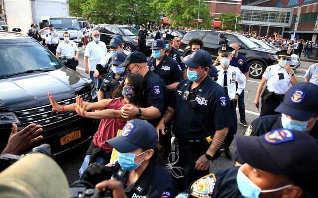 アメリカ中のデモ隊が警察を含む車のラミングで攻撃されている