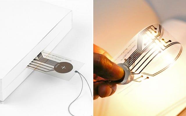 バッテリーを追加すると、この超薄型ブックマークが読書灯になります