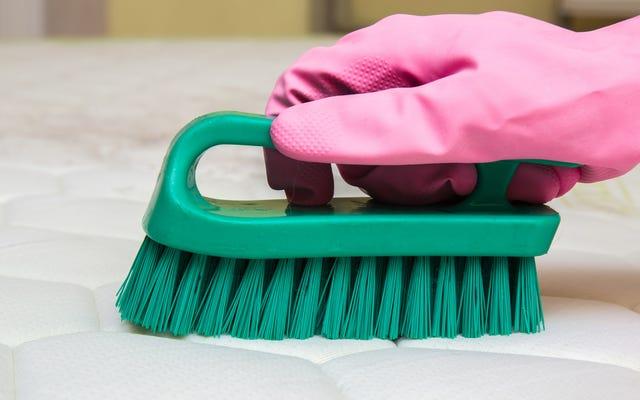 I molti modi per pulire un materasso