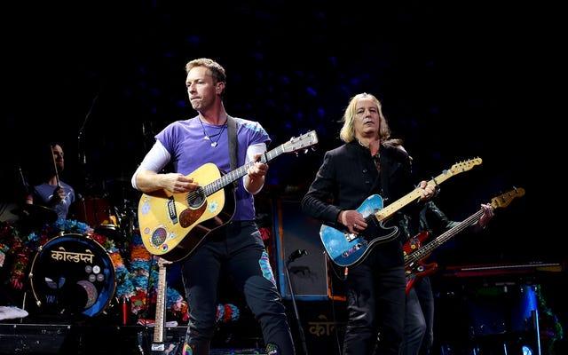 ทุกคนตั้งแต่ Coldplay ไปจนถึง Miley Cyrus ให้เกียรติ Tom Petty ด้วยการคัฟเวอร์สัปดาห์นี้