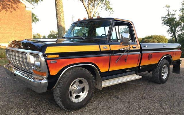 Với giá 14.500 đô la, bạn sẽ đi vào hoàng hôn trên chiếc Ford F-250 1979 đầy màu sắc này?