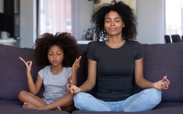 Aimez celui avec qui vous êtes: 8 services appartenant aux Noirs qui nourrissent l'amour de soi