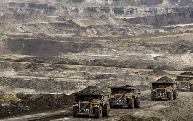 カナダは、大手エネルギー会社が望まないタールサンドパイプラインを購入しています