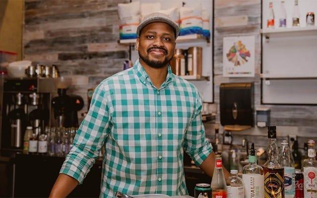 Bar mabuk milik Black tetap menjadi jalur penyelamat bagi ketenangan di saat-saat menegangkan