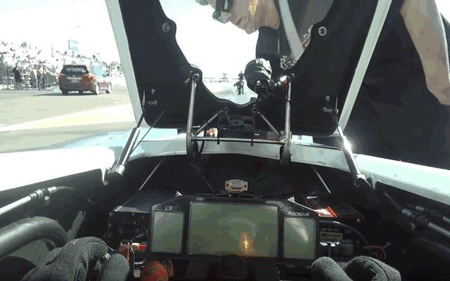 Làm thế nào để tăng tốc từ 0 đến 500 km / h trong 3,77 giây từ buồng lái của một chiếc xe đua Drag