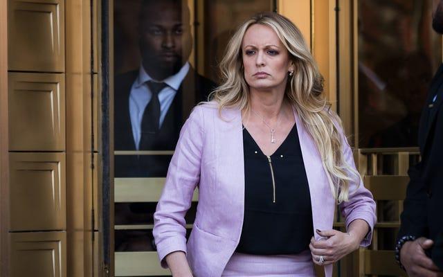 Les avocats de Donald Trump sont prêts à faire un exemple de 800000 $ à Stormy Daniels
