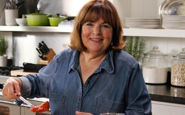 イナ・ガーテンは、冷蔵庫に入れるべきときに、パントリーに開いた調味料が多すぎますか?