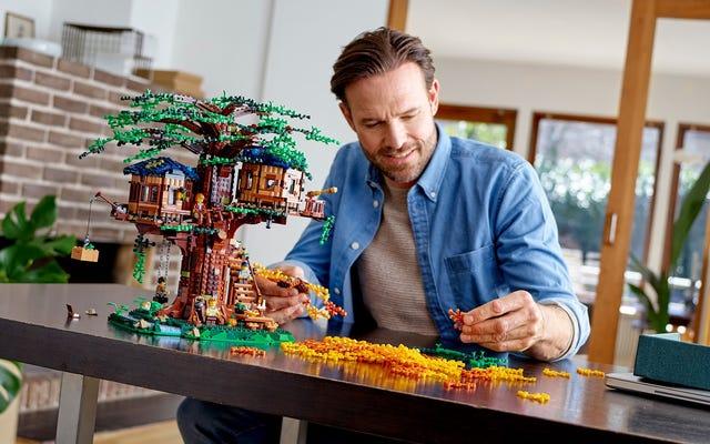 新しいレゴアイデアツリーハウスには、本物の植物で作られた葉があります