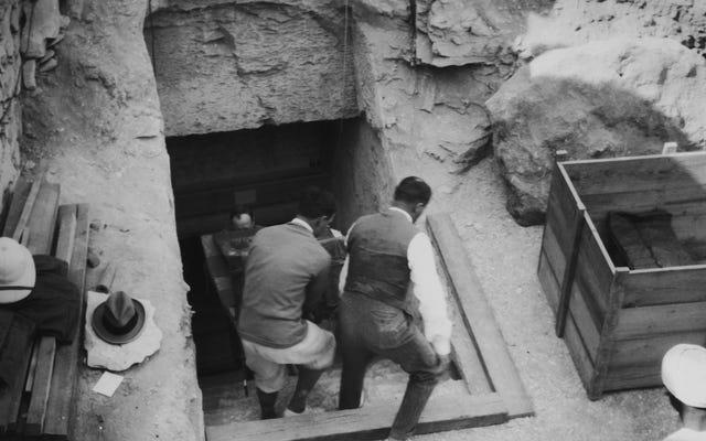 Que trouveront-ils dans ce sarcophage qu'ils ouvrent en direct à la télévision?