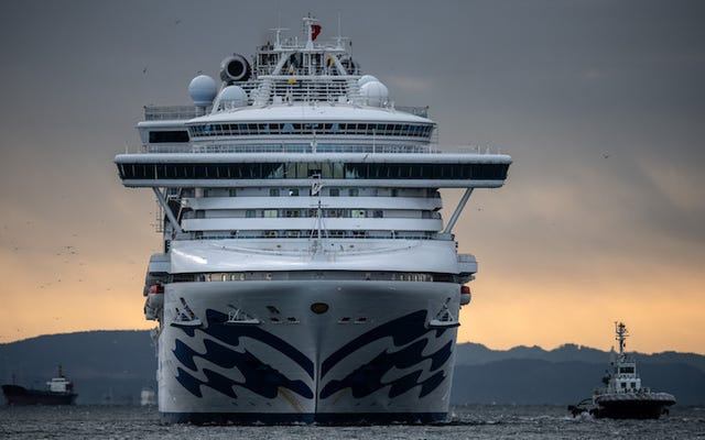CDC ยกการห้าม Covid-19 บนเรือสำราญ แต่ยังคงแนะนำให้ผู้คนหลีกเลี่ยงการล่องเรือสำราญ