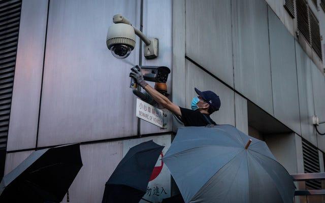 香港の抗議者が監視ツールをどのように妨害(およびハイジャック)しているか