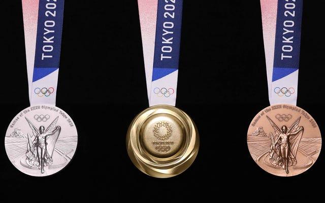 นี่คือเหรียญโอลิมปิกเกมส์โตเกียว 2020 ที่ทำจากโทรศัพท์รีไซเคิล