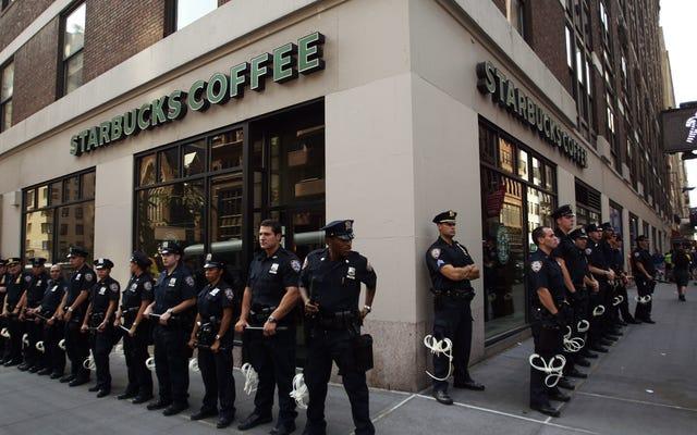 スターバックスは、顧客が「安全だと感じなかった」ために警官を去らせたことをお詫びします