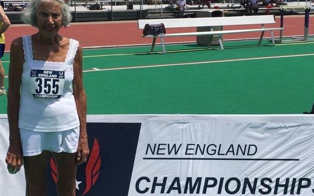 サタデーナイトソーシャル:バダス91歳のダイアンホフマンが陸上競技の世界記録を樹立