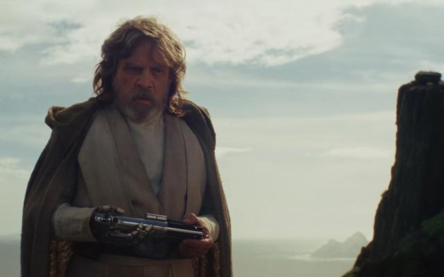 最後のジェダイ監督は、彼の映画は帝国の逆襲のコピーではないと宣言します