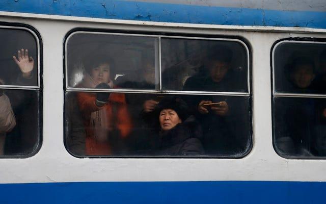 北朝鮮の最新ファッション:月の新年にメスクリスタルを贈る
