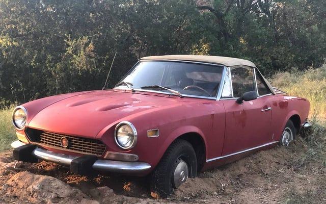 Souhaitez-vous déterrer 2000 $ pour démêler cette Fiat 124 Spider de 1978?