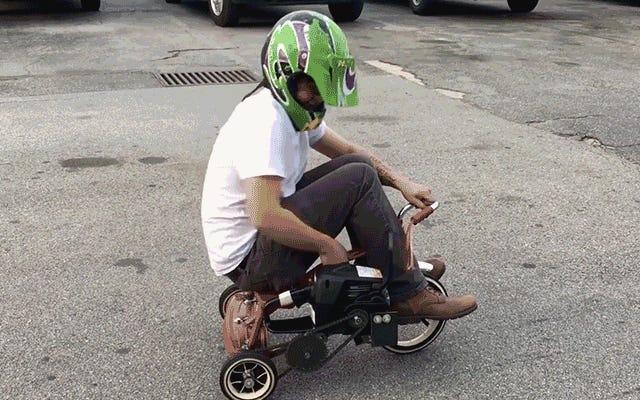 एक Chainsaw संचालित ट्राइसाइकिल के साथ खेल का मैदान नियम