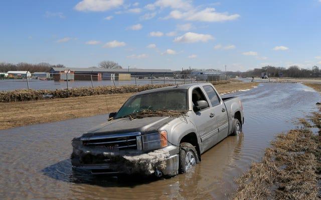 Des inondations massives s'ensuivent dans le sillage du cyclone à la bombe, les inondations au Nebraska étant peut-être pires en 50 ans