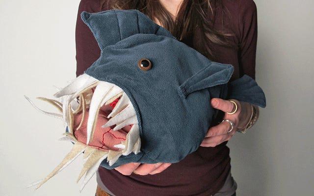 การเปลี่ยนปลาของเล่นตัวนี้ออกไปเผยให้เห็นความกล้าอันรุ่งโรจน์ทั้งหมดของมัน