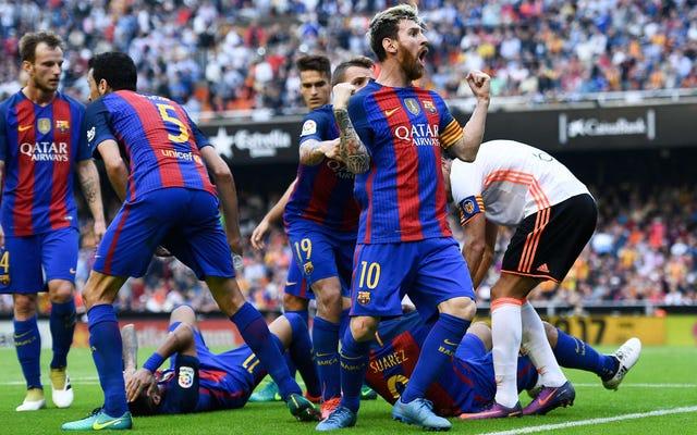 どうやら、一部のディックヘッドが彼らにボトルを投げたのはすべてバルセロナのせいでした