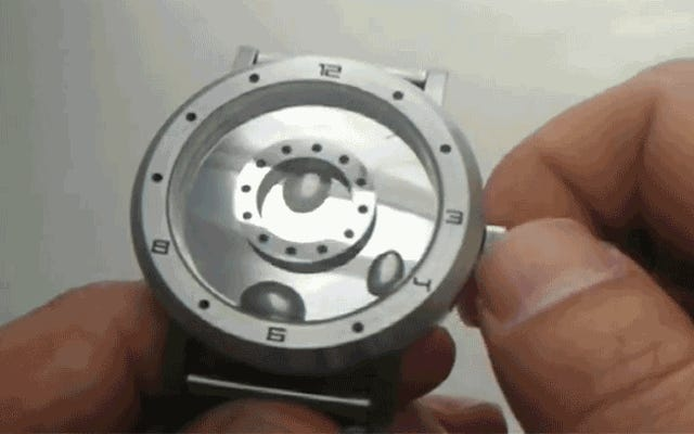 この液体金属時計は、ターミネーターによって設計されたように見えます