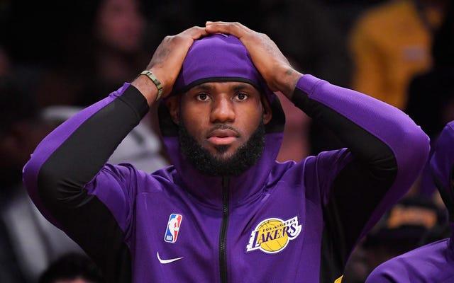 """LeBron James nazywa Houston Rockets GM """"źle poinformowanym"""" przez tweeta, który może kosztować miliardy dolarów NBA - i reaguje na Twitterze"""