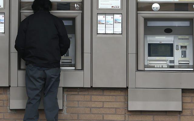 伝えられるところによると100万ドルを引き出す秘密の方法を見つけた後、中国の銀行のプログラマーが投獄された