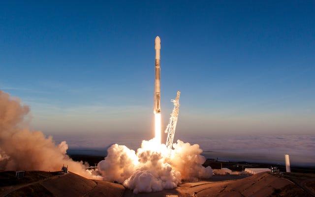 एक अप्रचलित कानून अंतरिक्ष से प्रसारण वीडियो से SpaceX को प्रतिबंधित करता है