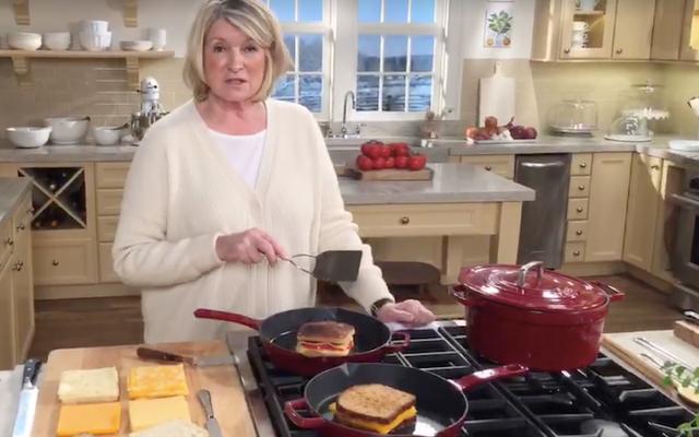 Martha Stewart jest tutaj, aby pomóc Ci zrobić lepszą kanapkę z grillowanym serem - z Mayo