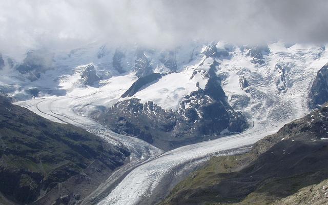 Rencana tidak biasa untuk menyelamatkan gletser telah dimulai: salju buatan untuk Pegunungan Alpen Swiss