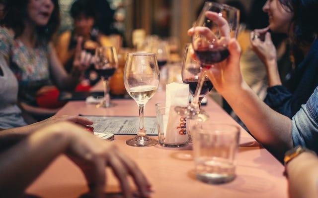 Come ottenere un tavolo in un ristorante affollato