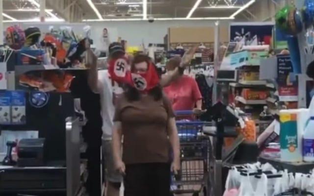 `` Nie rozumiesz, nie jestem nazistą '', powiedzieli, nosząc nazistowskie maski w Walmart w Minnesocie
