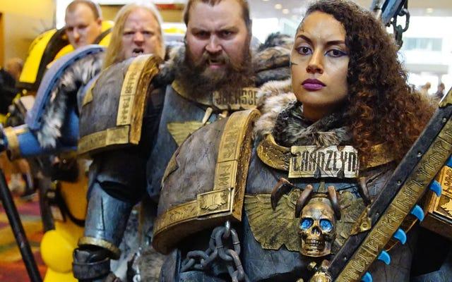 Warhammer 40K Cosplay सम्राट के लिए मरने के लिए तैयार है