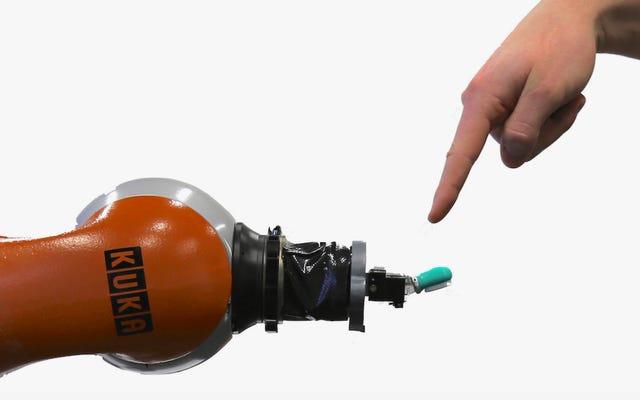 彼らはロボットが痛みを感じることができるように人工神経のシステムを開発します