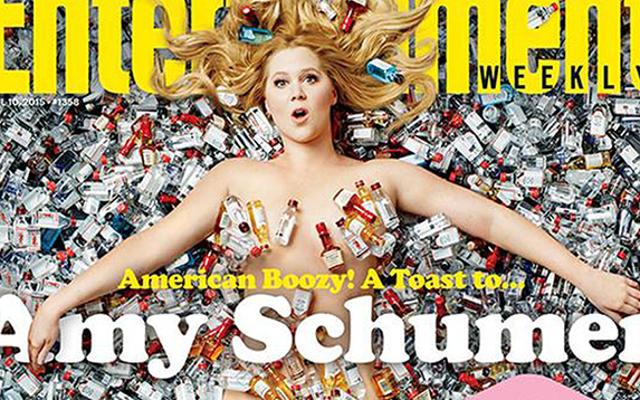 Amy Schumer Telanjang dan Ditutupi Sampah Di Sampul EW