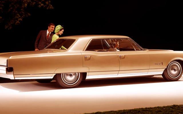 美しさと優雅さの大きな車はどこにありますか?