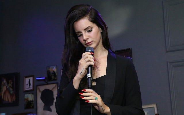 Bài hát mới của Lana Del Rey là về việc bị phân tâm tại Coachella bởi How Fucked Up the World Is