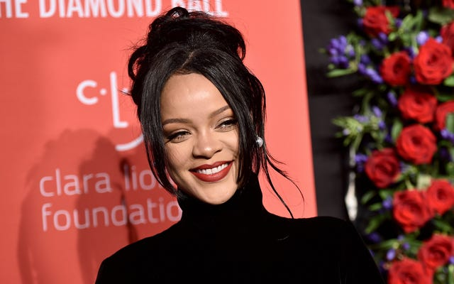 Die Feiertage kommen, also will Rihanna natürlich unser ganzes Geld
