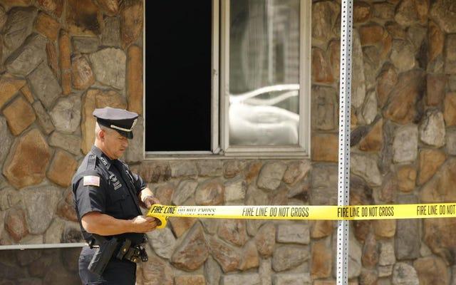 ニューヨーク州トナウォンダの唯一の黒人消防士の家で火災が発生した後、白人の隣人が逮捕された