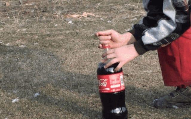 Por Qué Si Mezclas Coca Cola Con Caramelos Mentos Se Produce Una Erupción Inesperada