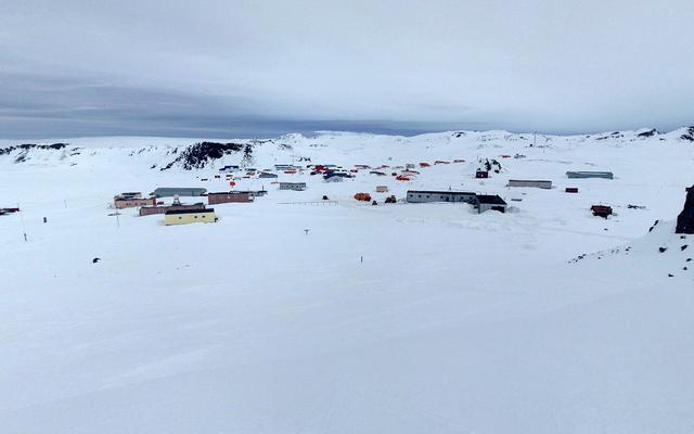 Следователь на российской базе в Антарктиде пытается убить еще одного по неизвестным причинам