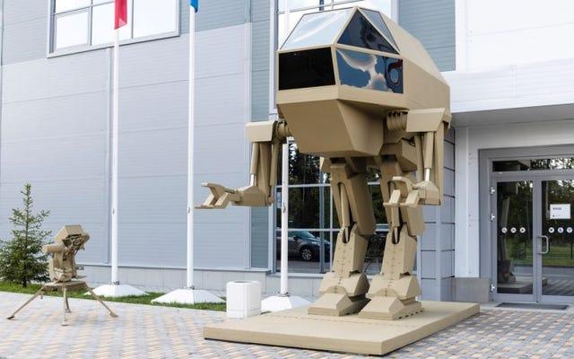 """Rus silah üreticisi yeni savaş """"mecha robot"""" u ortaya çıkardı, ancak hareket edemiyor gibi görünüyor"""