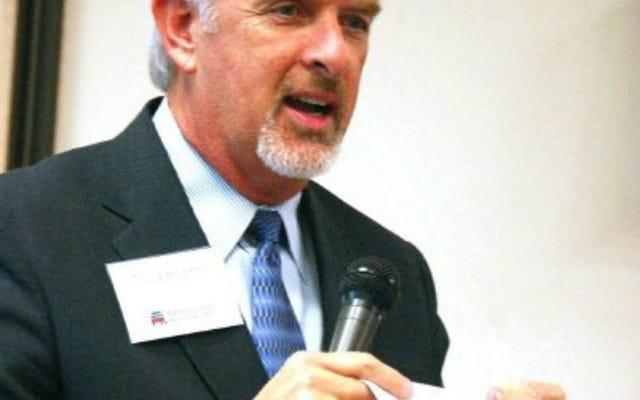 El columnista está 'avergonzado' del horrible proyecto de ley contra el aborto del tío del senador