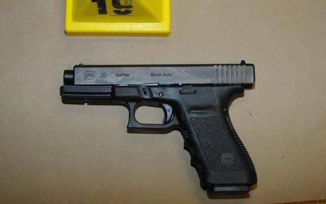 Une maman a été abattue par son enfant après que son père ait laissé un Glock chargé dans la voiture