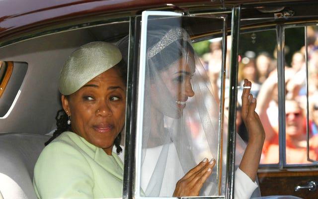 Traitement royal: la maman de SAR Meghan, Doria Ragland, serait invitée à Noël avec la reine!
