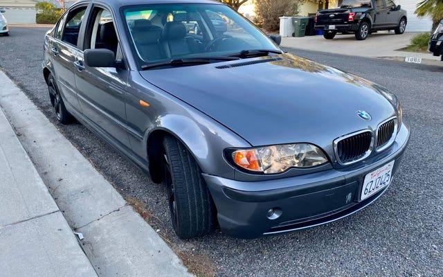 """Với giá $ 2,400, bạn có đi khắp thành phố trong chiếc BMW 325i 2003 """"Đi lại"""" này không?"""