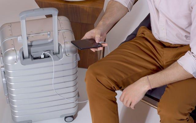 Новые чемоданы от Away такие металлические