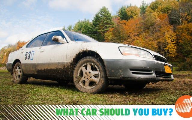 J'ai besoin d'une voiture qui a toujours l'air décente avec quelques coups! Qu'est-ce que je devrais acheter?