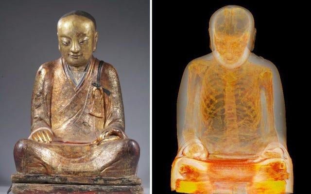 スキャンはこの仏像が中にミイラを持っていることを明らかにします